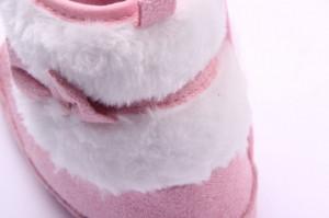 Cizmulite bebelusi roz cu blanita si fundita