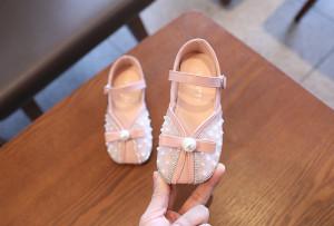Pantofi roz cu perlute