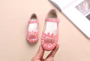 Pantofi roz din lac