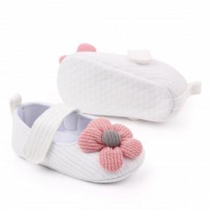 Pantofiori albi cu floricica roz