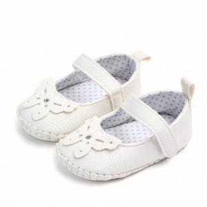 Pantofiori albi cu fluturas