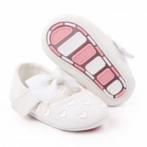 Pantofiori albi cu inimioare