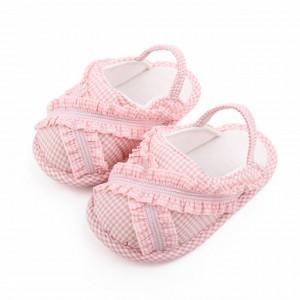 Pantofiori decupati in carouri roz