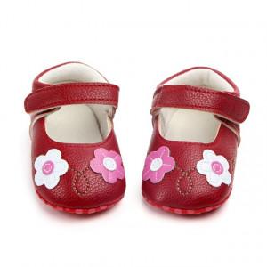 Pantofiori rosii cu floricele