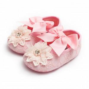 Pantofiori roz cu floricica dantelata