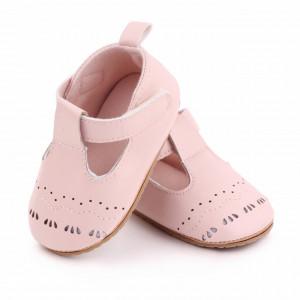 Pantofiori roz cu model decupat