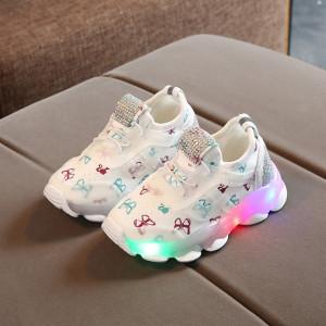 Adidasi albi cu fluturasi si cu luminite pentru copii