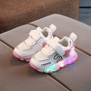 Adidasi albi cu roz cu luminite