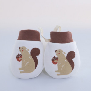 Manusi albe de protectie pentru bebelusi - Veverita