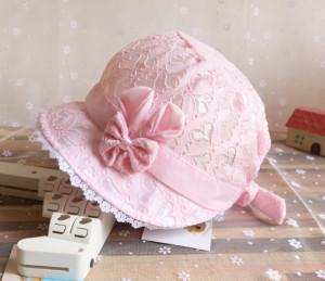 Palarie roz din danteluta