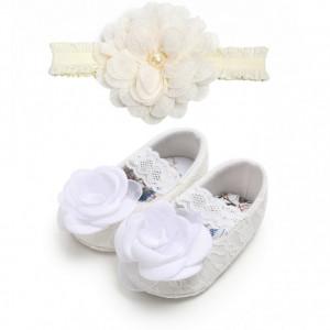 Pantofiori albi cu danteluta si cu bentita asortata