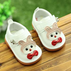 Pantofiori albi cu iepuras cu piuitoare