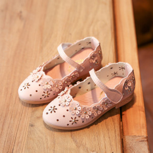 Pantofiori roz cu floricele aplicate
