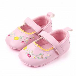 Pantofiori roz cu floricele brodate