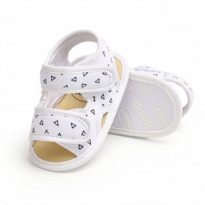 Sandalute albe cu forme geometrice pentru baietei