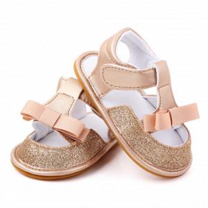 Sandalute aurii pentru fetite