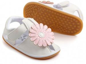 Sandalute fetite albe cu floare roz