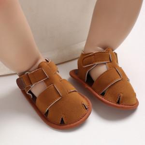 Sandalute maro inchise in fata pentru baietei