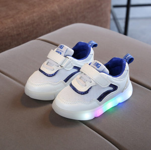 Adidasi albi cu albastru