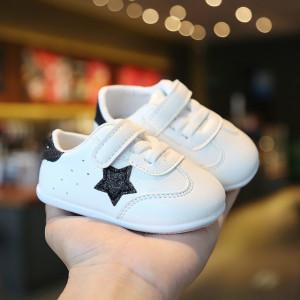 Adidasi albi cu stea neagra pentru fetite