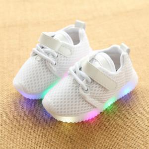 Adidasi cu luminite albi
