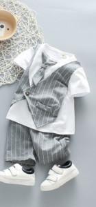 Costum gri cu alb cu cravata aplicata