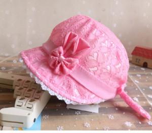 Palarie roz neon din danteluta
