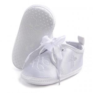 Pantofiori albi botez pentru baietei