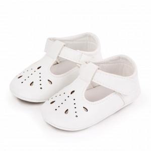 Pantofiori albi cu puncte decupate