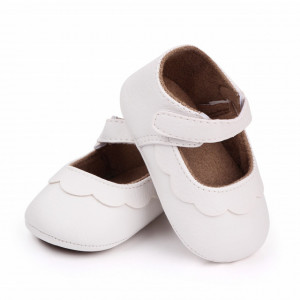 Pantofiori albi cu volanas pentru fetite