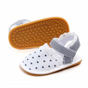 Pantofiori decupati fetite - Inimioare