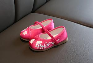 Pantofiori roz ciclamen cu flori brodate