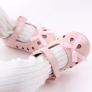 Pantofiori roz din lac