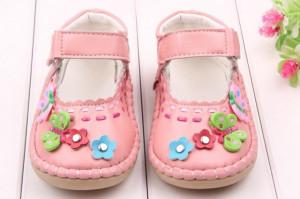 Pantofiori roz somon - Fluturasi si floricele