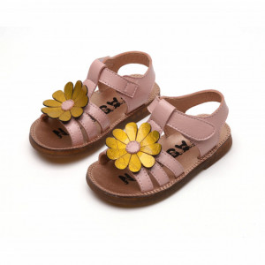 Sandale roz sidefat cu margareta galbena