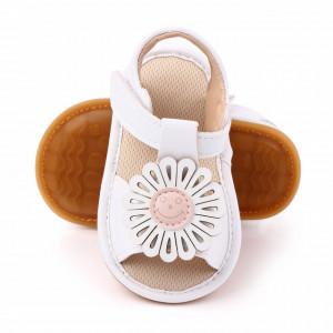 Sandalute albe pentru fetite cu floricica aplicata