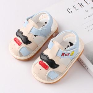 Sandalute ivoire cu bleu pentru baietei cu piuitoare