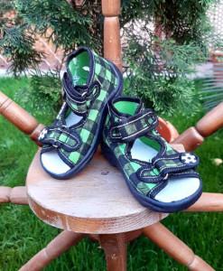 Sandalute pentru baietei - Carouri verzi