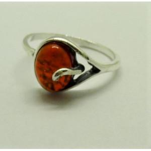 Inel delicat din argint cu chihlimbar auriu - R585