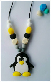 Colier de babywearing, alaptare si dentitie din silicon - White&Yellow Pinguin