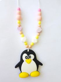 Colier de babywearing, alaptare si dentitie din silicon - Pink Heart Pinguin