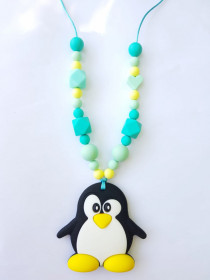 Colier de babywearing, alaptare si dentitie din silicon - Green Heart Pinguin