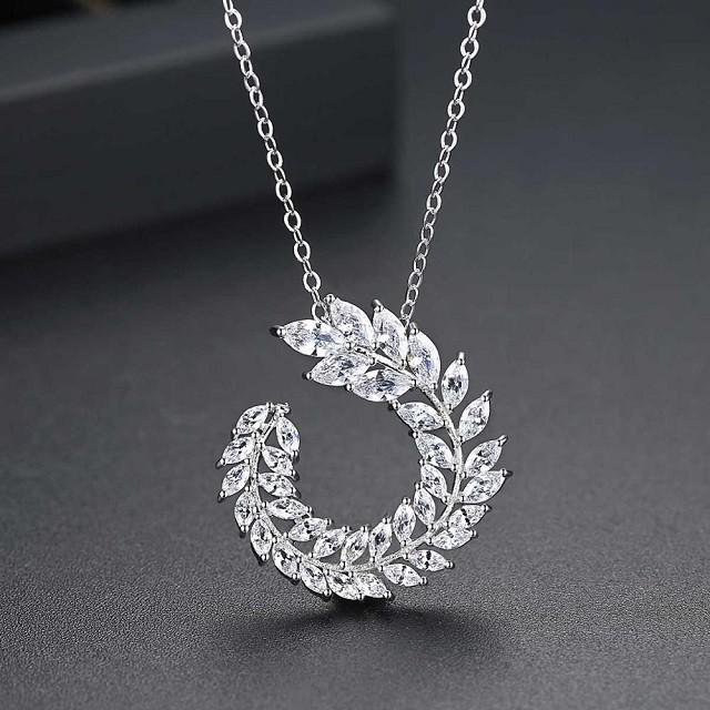 Colier Cu Swarovski Crystals Tresor D'or Alb