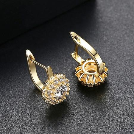 Cercei aurii eleganti