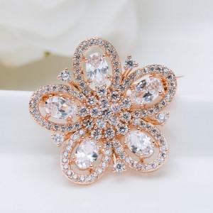 brosa eleganta floare