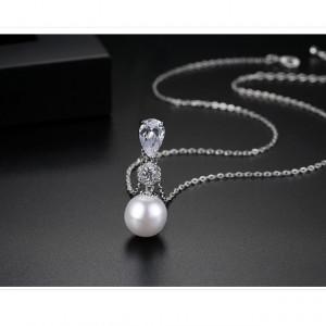 Colier Lucille cu perle si cristale