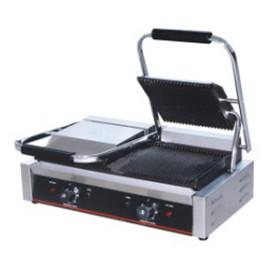 Toaster panini dublu cu mecanism prin apasare pe placi metalice