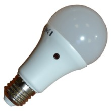 Bec LED cu senzor crepuscular E27 9W A60
