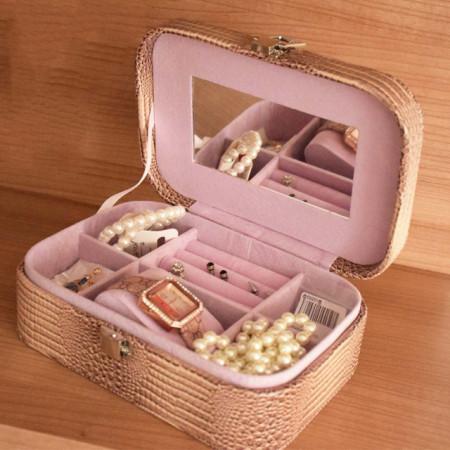 Cutie caseta eleganta Pufo Glamour pentru depozitare bijuterii, imprimeu crocodil, maro