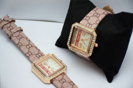 Pachet cutie caseta eleganta Pufo Glamour pentru depozitare bijuterii, imprimeu crocodil + Ceas dreptunghiular elegant de dama
